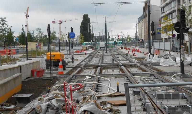 Travaux du T8 devant la gare de Saint-Denis, où il croise le T1