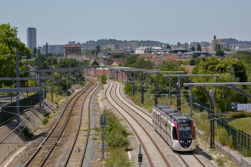 Mise en service du Tram11 express : bonne nouvelle, mais des inquiétudes demeurent et la ligne reste incomplète